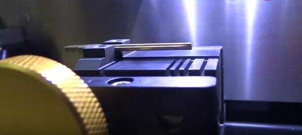 V8-X6-Key-Cutting-Machine-10