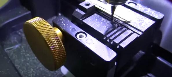 V8-X6-Key-Cutting-Machine-13
