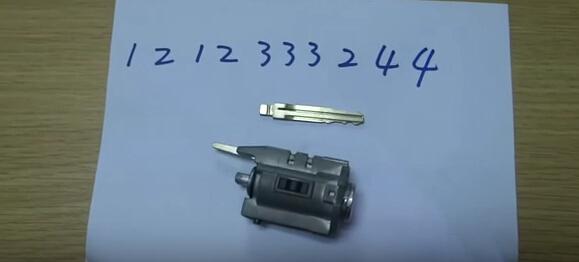 V8-X6-Key-Cutting-Machine-14