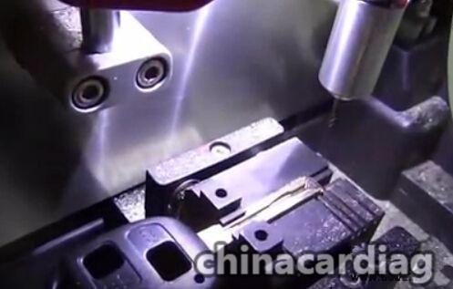 v8-x6-key-cutting-machine-cut-TOY48-key-blank-10