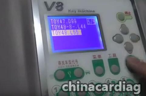 v8-x6-key-cutting-machine-cut-TOY48-key-blank-3