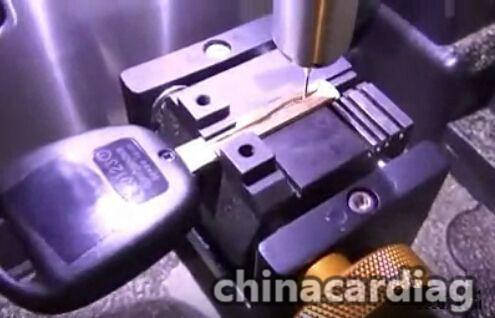 v8-x6-key-cutting-machine-cut-TOY48-key-blank-5