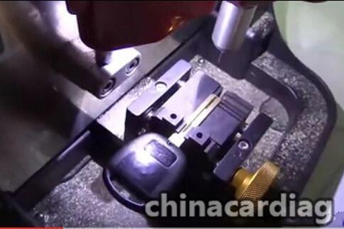 v8-x6-key-cutting-machine-cut-TOY48-key-blank-7