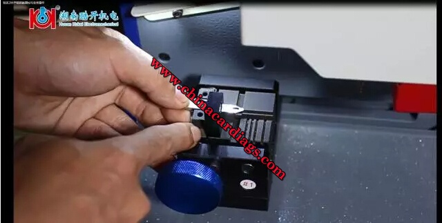 Use-the-positioning-piece-to-assist-the-key-blank-to-be-fixed-on-the-fixture