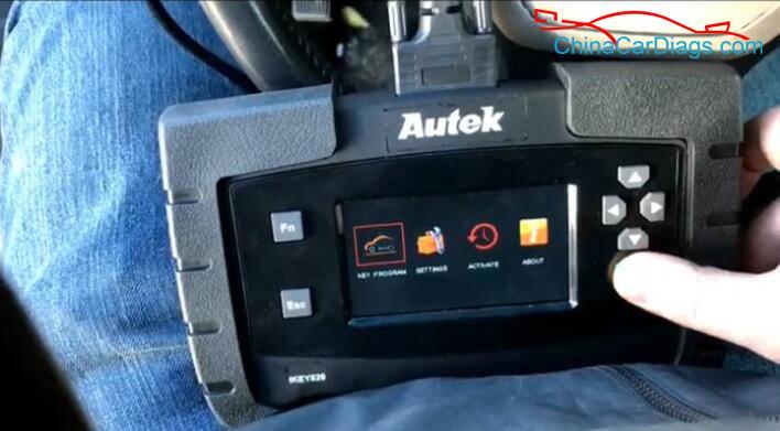 1-Use-Autek-iKey820-Program-Keys-for-Dodge-Ram-2009